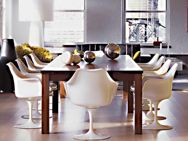 單獨呈現時,《鬱金香椅》- Tulip Arm Chair 鶴立群冠,群聚時,展現空間氣勢又不失高雅風尚。(Photo Credit:Knoll )