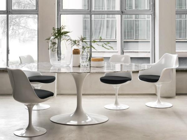 《鬱金香椅》- Tulip Arm Chair 與Tulip Chair讓空間中的線條變得單純,也間接擴大了乘坐者雙腳的移動空間。(Photo Credit:Knoll )